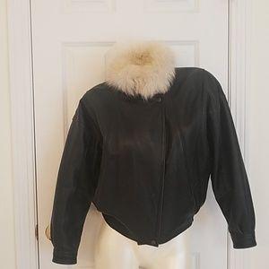 Vtg Leather jacket w fur collar xs